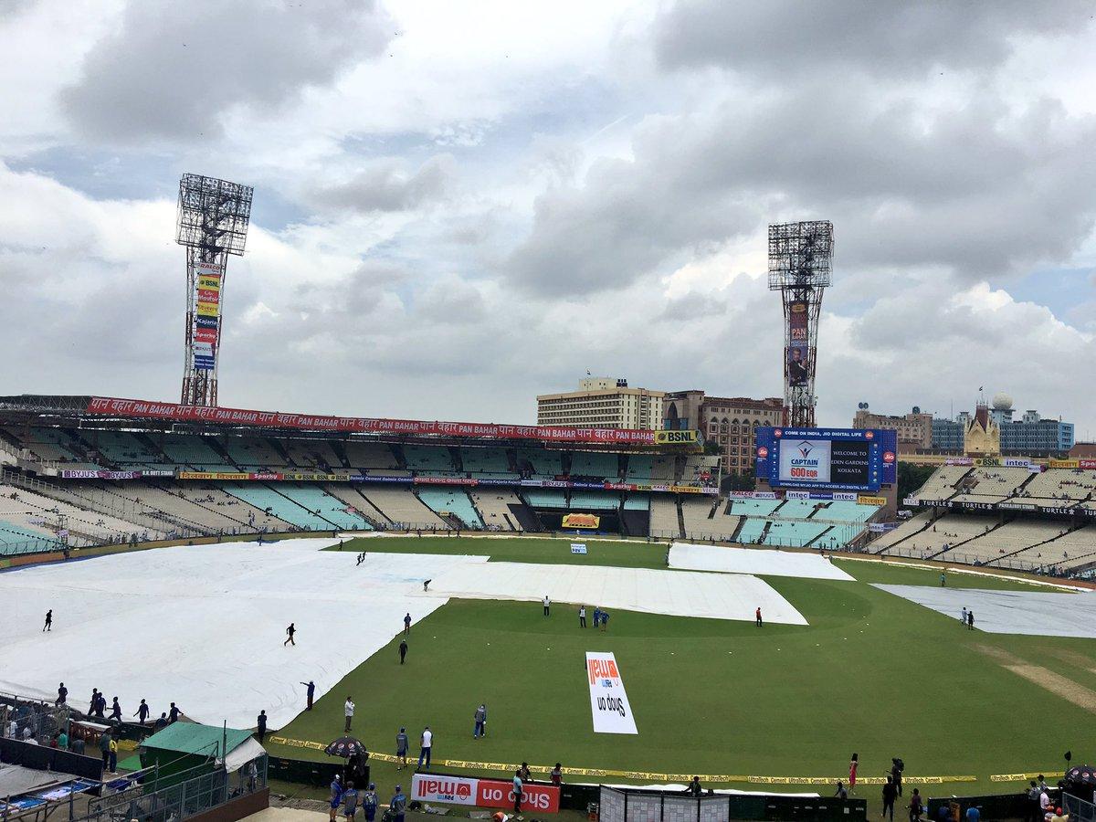 बुरी खबर: कोलकाता में शाम 7 बजे हो सकती है तेज बारिश, जाने पहले बल्लेबाजी या गेंदबाजी करने वाली टीम को होगा फायदा? 12