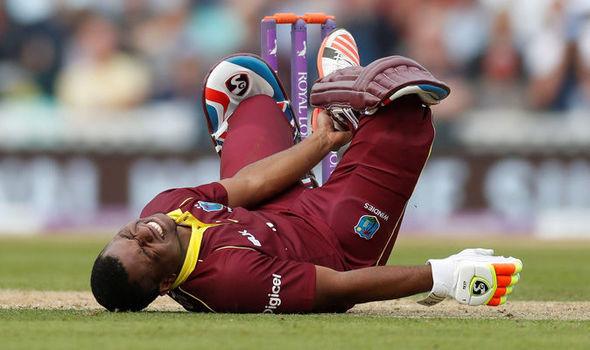 माही के सबसे बड़े रिकाॅर्ड को तोड़ने से महज 7 रनों से चूका वेस्टइंडीज का यह दिग्गज बल्लेबाज, इसी वजह से बने थे पहली बार कप्तान 4