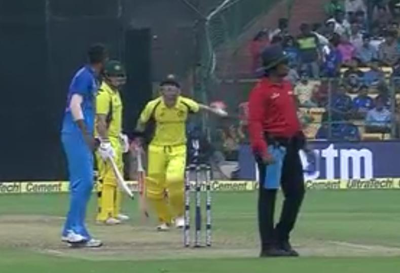 वीडियो : ऑस्ट्रेलिया की पारी के 28वें ओवर में डेविड वार्नर ने दिखाई खेल भावना, किया कुछ ऐसा करोड़ो भारतीयो का जीता दिल 2