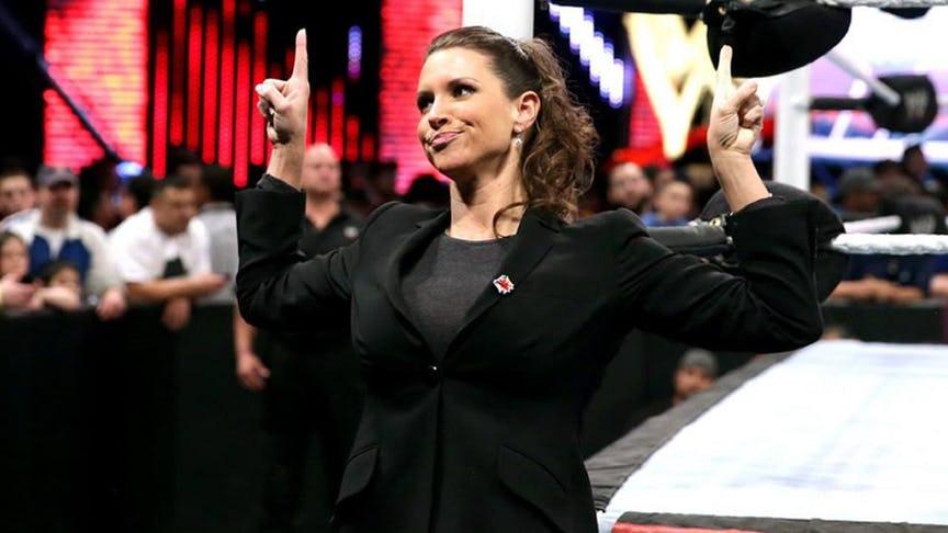 FACTS: यहां जानिये विवादों में रहने वाली WWE के मालिक की बेटी स्टेफनी मैकमोहन के बारे में वो बातें जो आप सोच तक नहीं सकते, करा चुकीं हैं ब्रेस्ट सर्जरी 8