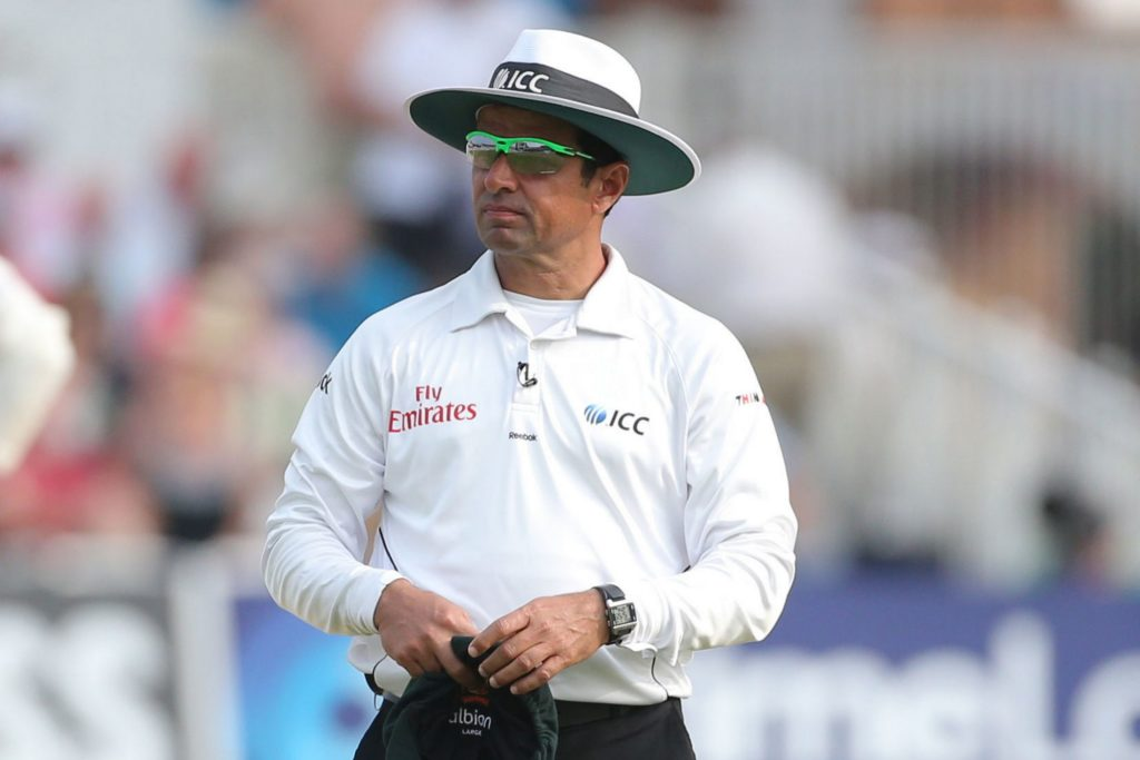 वीडियो- पाकिस्तान अम्पायर अलीम डार को तीसरे वनडे से पहले विराट कोहली ने बोल डाली ये बड़ी बात 3