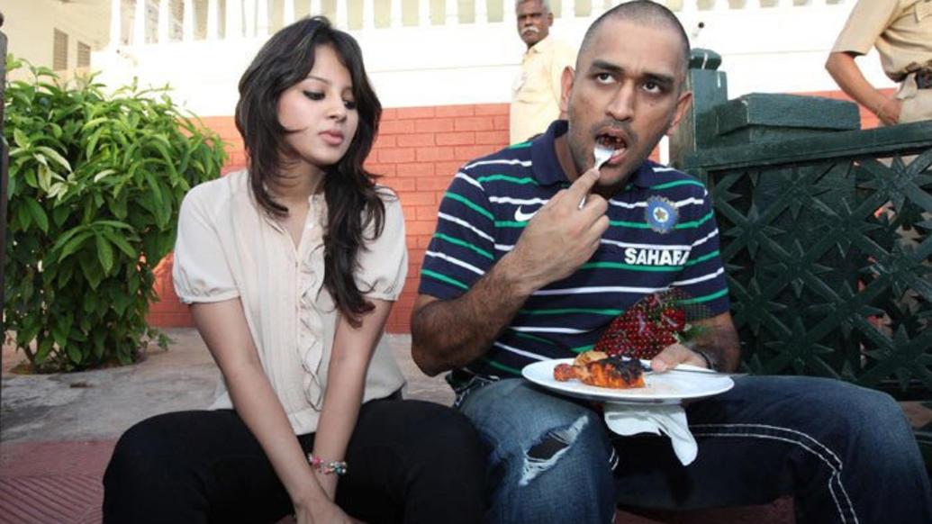 धोनी-बटर चिकन, तो रोहित-आलू पराठा, जाने कोहली और रैना समेत भारतीय खिलाड़ियों का पसंदीदा खाना 1
