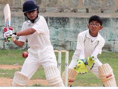 अपने पिता के नक्शे कदम पर चल निकला समित द्रविड़, गेंदबाजी करने से भी डरते है गेंदबाज 2