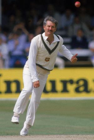 आज भारत के खिलाफ दुसरे वनडे में हाथ पर काली पट्टी बाँधकर उतरे ऑस्ट्रेलियाई खिलाड़ी, जानना नहीं चाहेंगे क्यों? 4