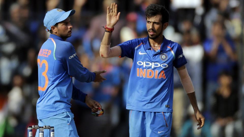 बल्लेबाजी करते वक्त धोनी को आया कैमरामैन पर गुस्सा बल्लेबाजी छोड़ कैमरामैन की तरफ दौड़े और फिर किया कुछ ऐसा सब रह गये हैरान 2