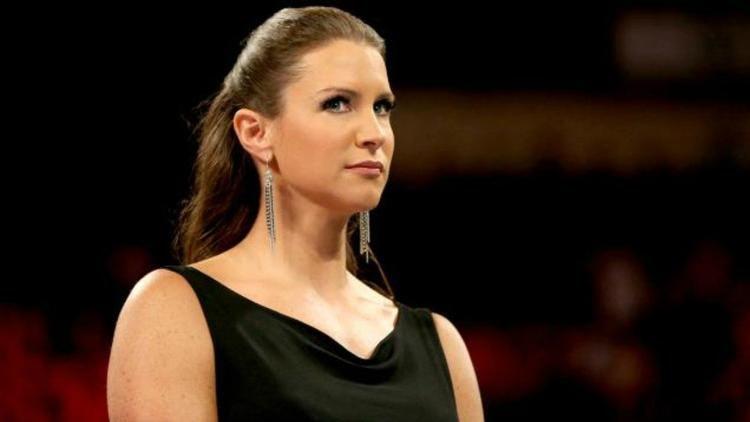 FACTS: यहां जानिये विवादों में रहने वाली WWE के मालिक की बेटी स्टेफनी मैकमोहन के बारे में वो बातें जो आप सोच तक नहीं सकते, करा चुकीं हैं ब्रेस्ट सर्जरी 7