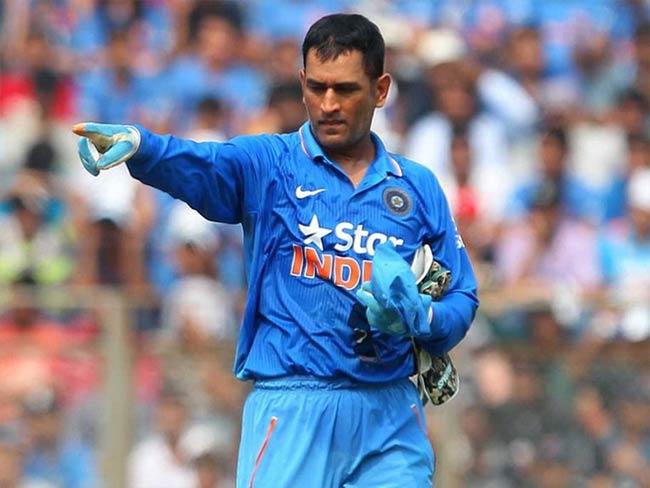 धोनी भारत के लिए खेल रहे हैं अपना 300वां मैच, ट्विटर कर रैना, कैफ ने दी धोनी को बधाई, लेकिन ये क्या कहा अम्बाती रायडू ने 11
