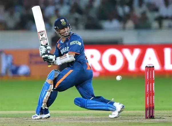 OMG ! एक खतरनाक योर्कर से घायल हुआ यह बल्लेबाज, वरना टूट जाते कई ऐतिहासिक रिकार्ड्स 6