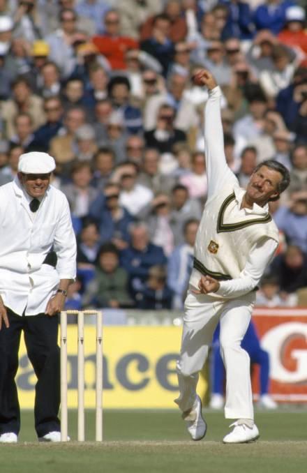 आज भारत के खिलाफ दुसरे वनडे में हाथ पर काली पट्टी बाँधकर उतरे ऑस्ट्रेलियाई खिलाड़ी, जानना नहीं चाहेंगे क्यों? 2