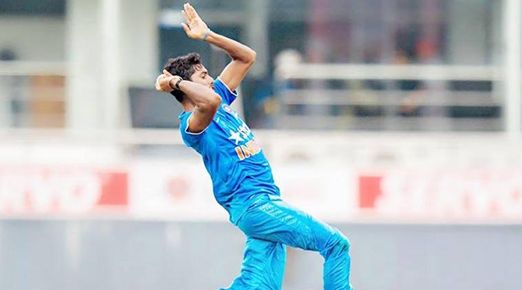 भारतीय टीम में एक और तेज गेंदबाज देने वाला हैं बहुत जल्द दस्तक, दोनों तरफ से मूव करा सकता है गेंद 6