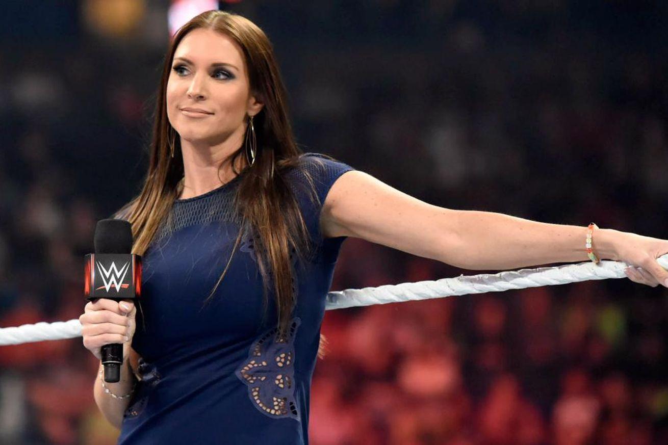 FACTS: यहां जानिये विवादों में रहने वाली WWE के मालिक की बेटी स्टेफनी मैकमोहन के बारे में वो बातें जो आप सोच तक नहीं सकते, करा चुकीं हैं ब्रेस्ट सर्जरी