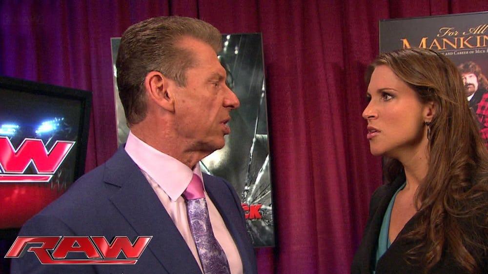 FACTS: यहां जानिये विवादों में रहने वाली WWE के मालिक की बेटी स्टेफनी मैकमोहन के बारे में वो बातें जो आप सोच तक नहीं सकते, करा चुकीं हैं ब्रेस्ट सर्जरी 9