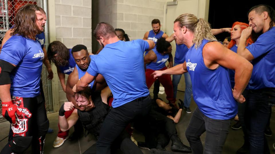 """किसने कहा: """"मुझे भीड़ का हिस्सा नहीं बनना और इसीलिए मैने रॉ के रेस्लरो पर हमला नहीं किया था"""" 4"""