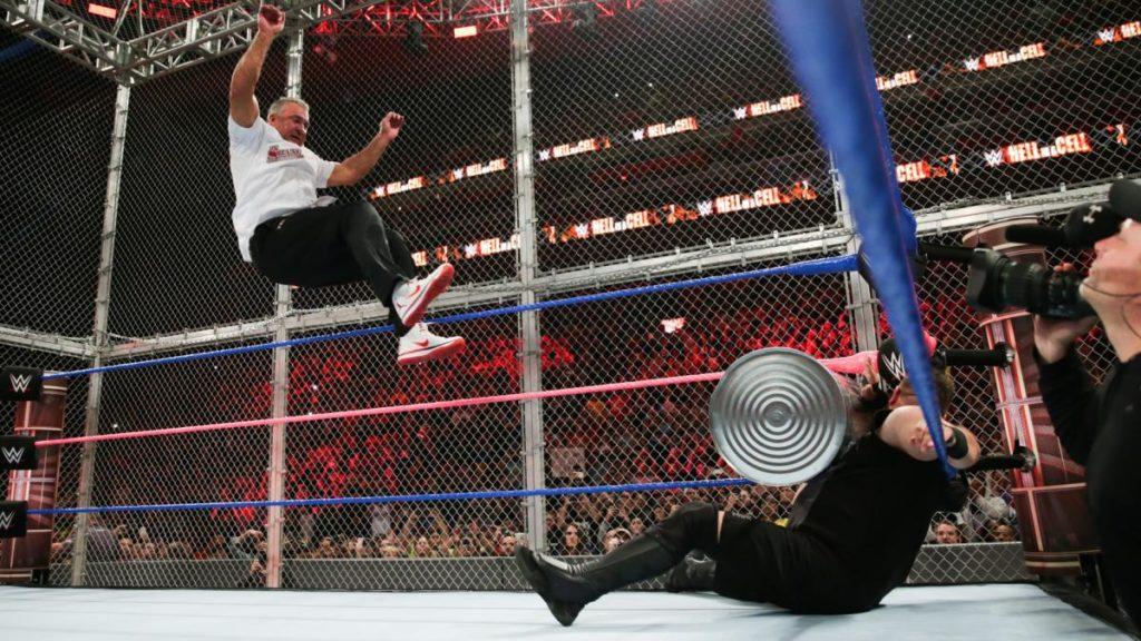 WWE NEWS: 20 फिट ऊपर से कूदने के बाद शेन मैकमोहन हुए चोटिल, शरीर के इन हिस्सों में आई चोटे 1
