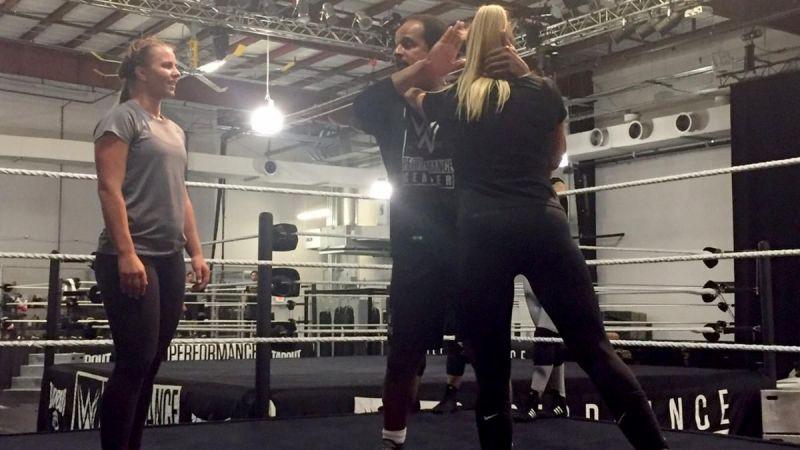 RUMOUR: कर्ट एंगल के बाद एक और गोल्ड मेडलिस्ट नजर आएगी WWE रिंग में, ट्रेनिंग करते हुए विडियो किया शेयर 3