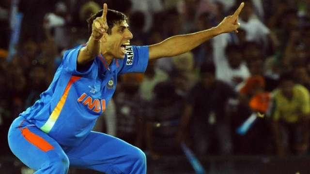 OMG अपने अंतिम मैच से ठीक पहले विराट कोहली की ग्लैमरस गर्लफ्रेंड अनुष्का शर्मा के लिए ये क्या कह गये आशीष नेहरा 23