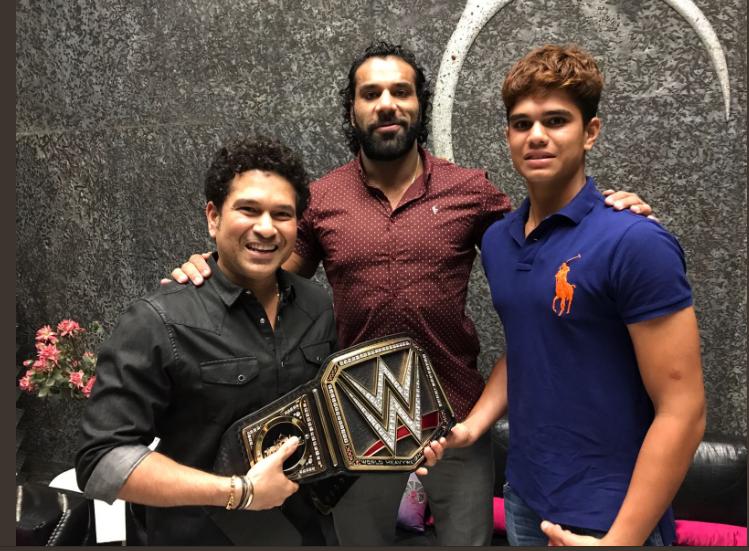 भारत में होने वाले WWE के लाइव इवेंट को प्रमोट करने के लिए सचिन तेंदुलकर के घर पहुँचे जिंदर महल 1