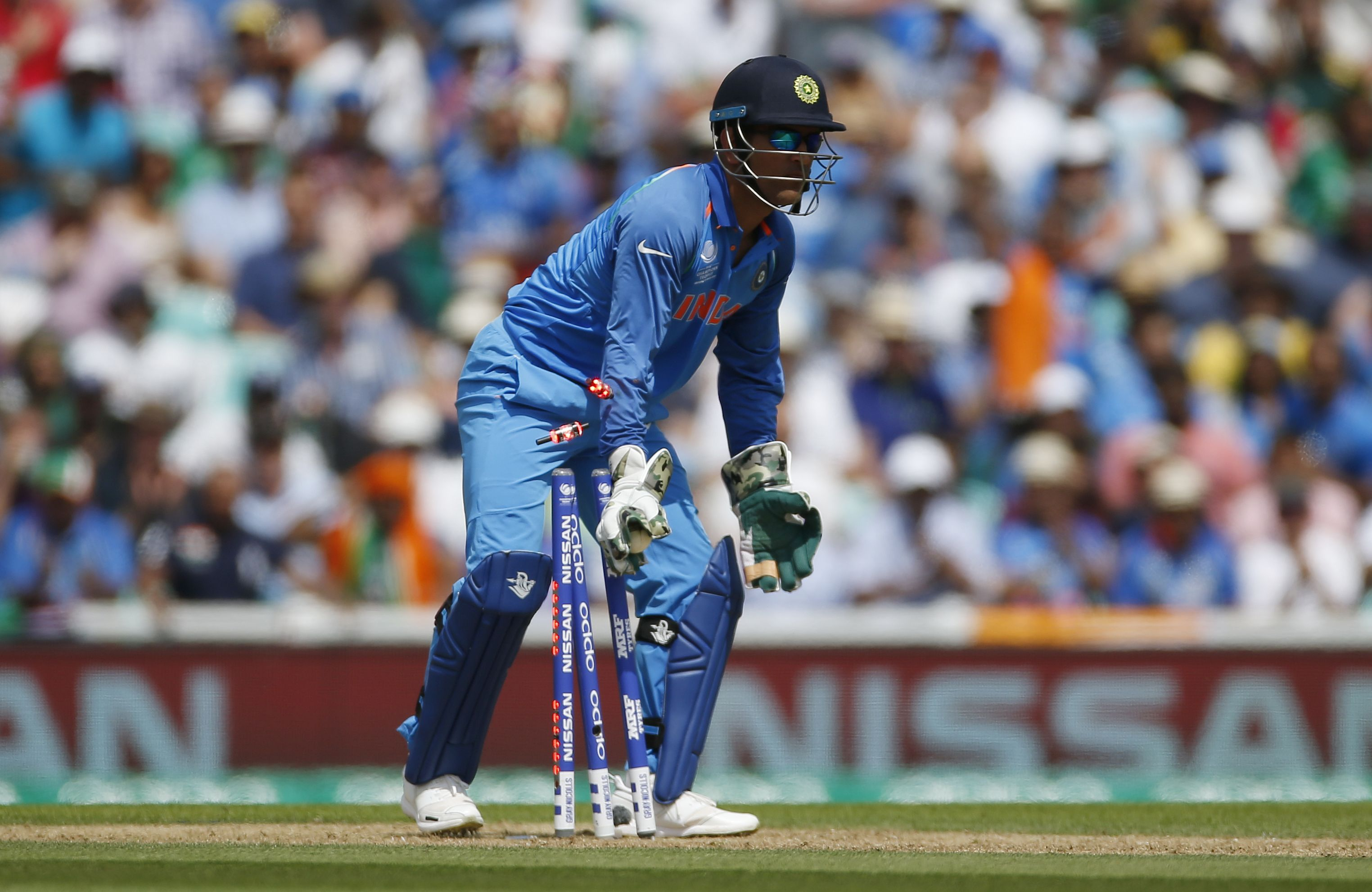 इस पूर्व दिग्गज ने कहा महेंद्र सिंह धोनी को करनी चाहिए पाकिस्तानी कप्तान सरफराज अहमद की मदद 4