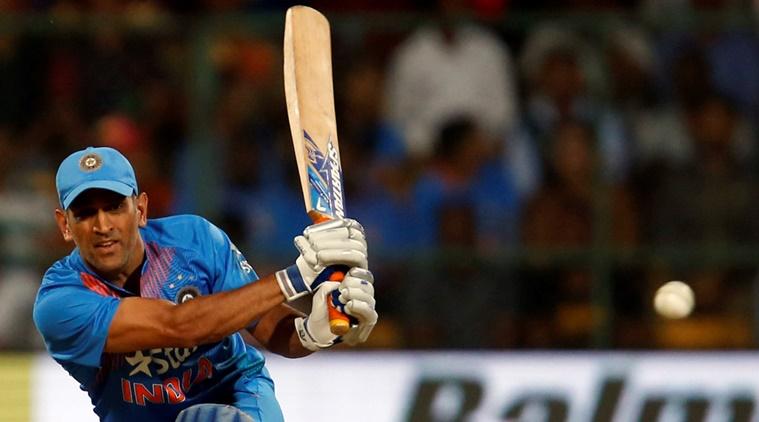 अजित अगारकर का फिर उबला खून, कहा टी-20 टीम में अब फिट नहीं बैठते है महेंद्र सिंह धोनी 4