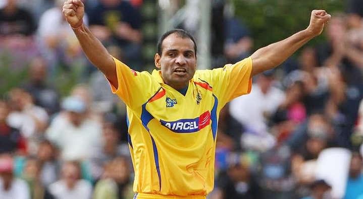 धोनी के साथ ही इस खिलाड़ी ने किया था डेब्यू, लेकिन खेल सका सिर्फ 4 मैच, फिर भी बना गया धोनी को भारतीय टीम का कप्तान 8