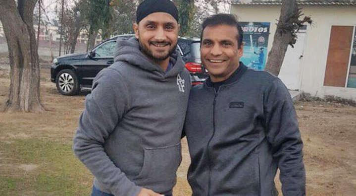 धोनी के साथ ही इस खिलाड़ी ने किया था डेब्यू, लेकिन खेल सका सिर्फ 4 मैच, फिर भी बना गया धोनी को भारतीय टीम का कप्तान 5