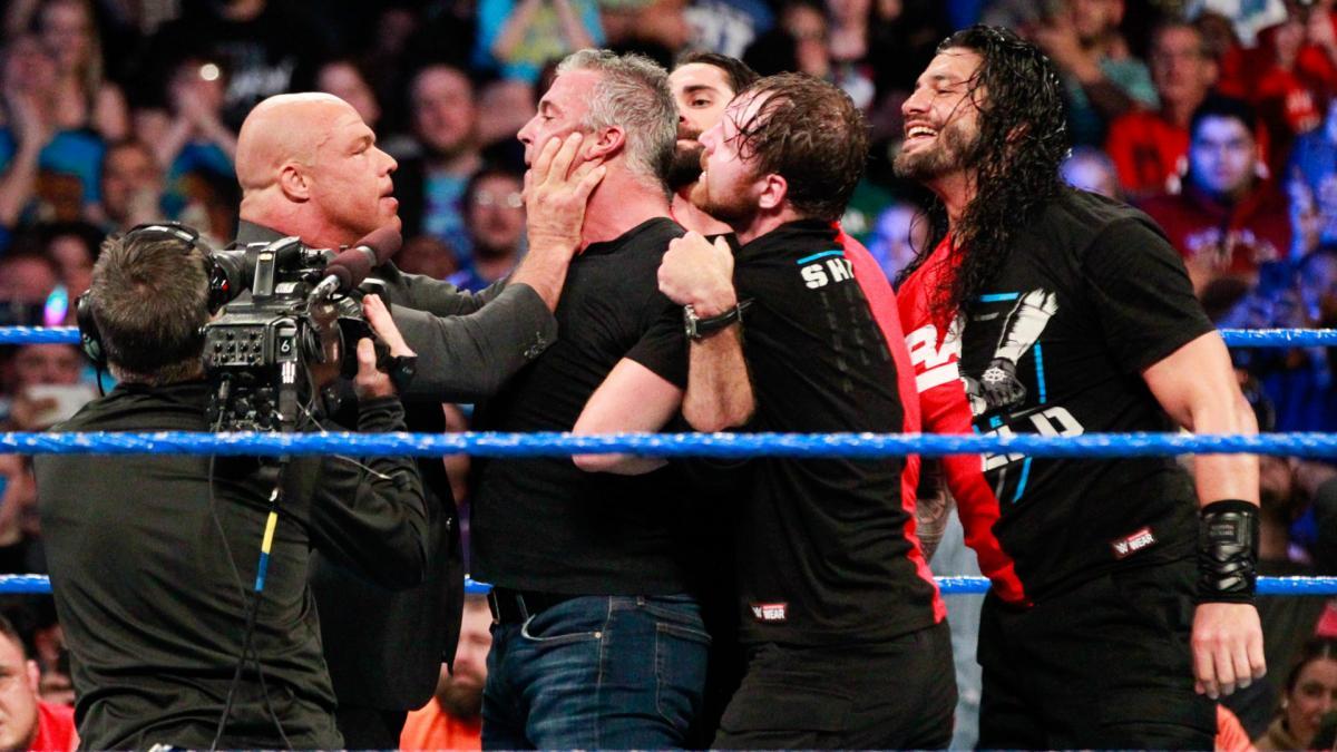 किसने क्या कहा: रॉ के रेस्लरो का स्मैकडाउन पर हमला करने पर फैन्स ने कुछ इस तरह व्यक्त दी अपनी प्रतिक्रियाएं 20