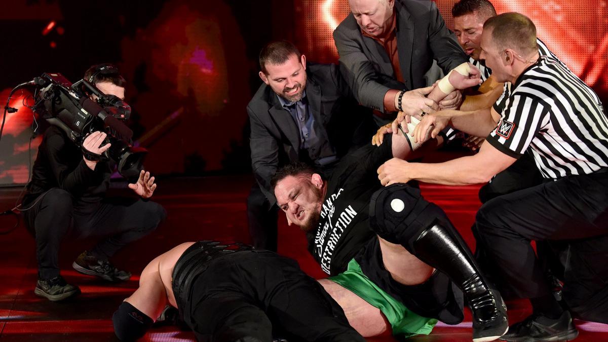 RAW OFF AIR: केन और ब्रोन स्ट्रोमैन की फाइट के बीच कर्ट एंगल ने किया ये हैरान करने वाला काम 2