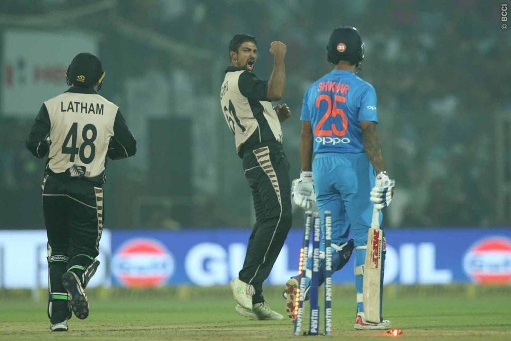 सरकार द्वारा जनरेटरो पर प्रतिबन्ध लगाये जाने के बाद इनकी मदद से खेला गया पहला टी-20 मैच 4