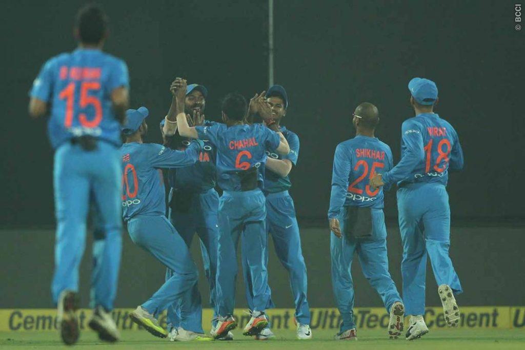 सरकार द्वारा जनरेटरो पर प्रतिबन्ध लगाये जाने के बाद इनकी मदद से खेला गया पहला टी-20 मैच 3