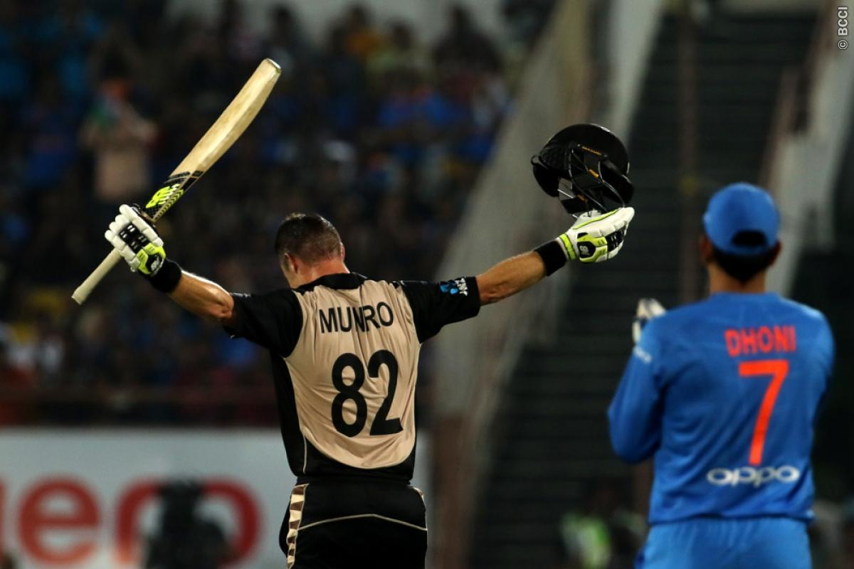 विडियो: पारी के 9.2 ओवर में मुनरो का छक्का रोकने के लिए सुपरमैन बने भुवी, कोहली हुए नतमस्तक 3