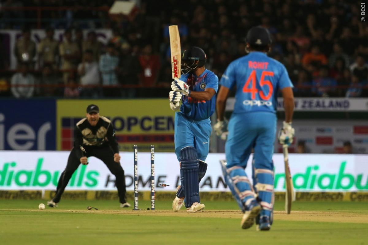 किसने क्या कहा: भारत के मैच हारते ही एक बार फिर से आलोचकों के निशाने पर धोनी, सर जडेजा और मोहम्मद कैफ ने कही ये बात 3