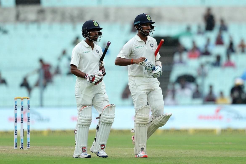 IND v SL: कोलकाता टेस्ट: दूसरे दिन का खेल हुआ खत्म, निराश क्रिकेट पंडितो ने इंद्र देवता पर निकाला अपना गुस्सा 14