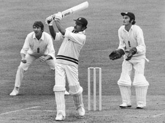दांत टूटने के बाद भी खेलता रहा यह भारतीय क्रिकेटर और लगा डाला अर्द्धशतक, विरोधी टीम भी जज्बा देखकर रह गयी हैरान 3