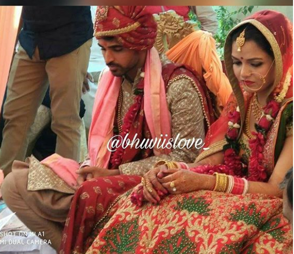 PHOTOS: सामने आई भुवनेश्वर कुमार की शादी की अनदेखी तस्वीरें, जयमाला के टाइम पर यह करते दिखे भुवी... 1