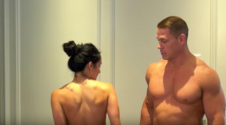 VIDEO: आखिर क्यों कैमरा के सामने ही कपड़े उतारने लगे जॉन सीना और निकी बेला, अकेले में ही देखे ये हॉट विडियो