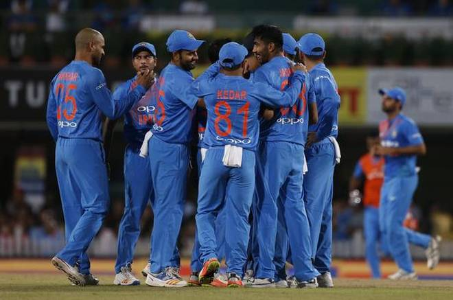 सीरीज जीतने के बाद कोहली, धोनी और रोहित को नहीं बल्कि इस खिलाड़ी को दिया कोच शास्त्री ने पूरा श्रेय 7