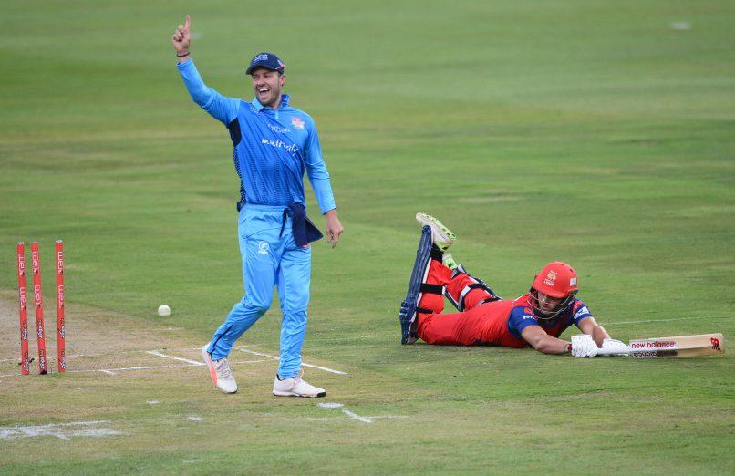 वीडियो- एक बार फिर आया मैदान पर डिविलियर्स नाम का तूफान, मात्र 19 गेंदों में ठोके 50 रन 4