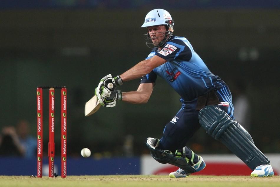 वीडियो- एक बार फिर आया मैदान पर डिविलियर्स नाम का तूफान, मात्र 19 गेंदों में ठोके 50 रन 1