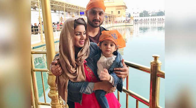 सौरव गांगुली ने हरभजन सिंह की फैमली पर कर दिया ऐसा ट्वीट की मांगनी पड़ गयी माफी, अब हरभजन ने भी दिया गांगुली को जवाब 3
