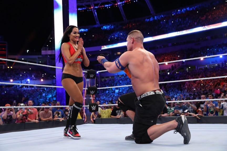 पांच ऐसे मौके जब WWE ने TRP बढ़ाने के लिए रेस्लर के निजी सम्बन्धो को किया तार-तार 6