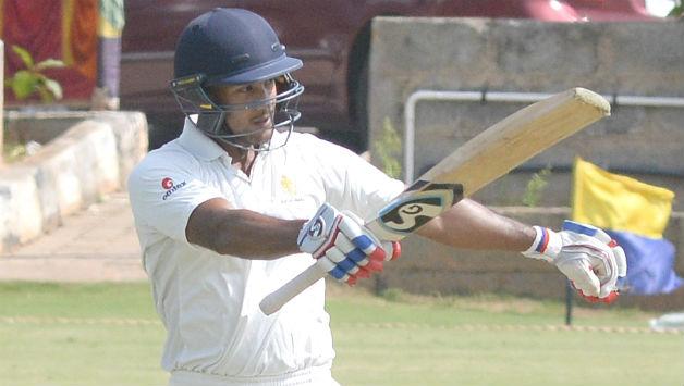 इस भारतीय घरेलु सीजन में अपनी जबरदस्त चमक बिखेरने वाले मयंक अग्रवाल को इस गेंदबाज ने किया है सबसे ज्यादा परेशान 16