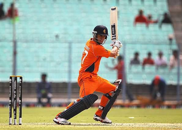 वनडे क्रिकेट में औसत के मामले में विराट कोहली और एबी डिविलियर्स जैसे दिग्गजों से आगे निकला लम्बे समय से बाहर चल रहा यह खिलाड़ी 1
