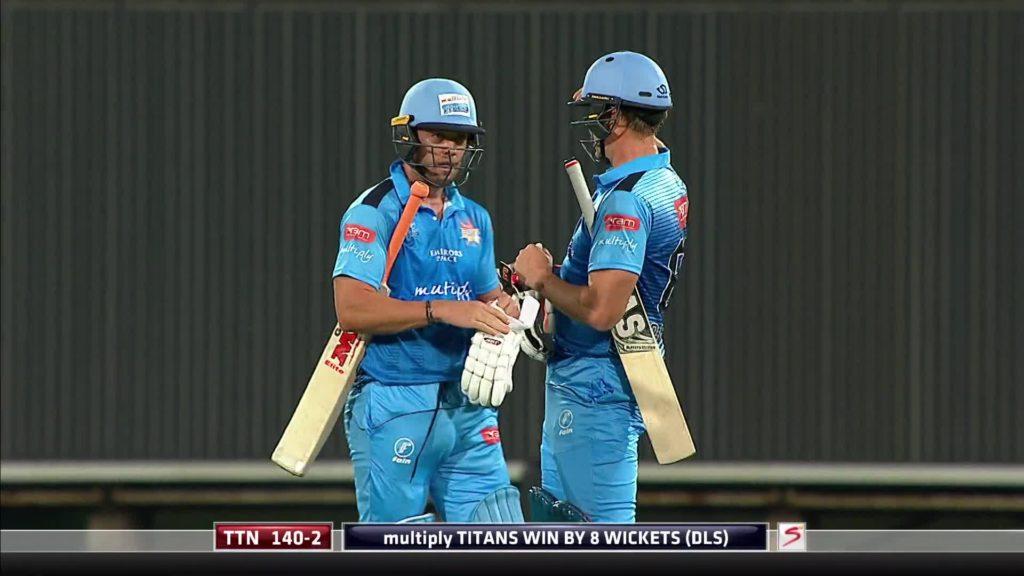 वीडियो- एक बार फिर आया मैदान पर डिविलियर्स नाम का तूफान, मात्र 19 गेंदों में ठोके 50 रन 3