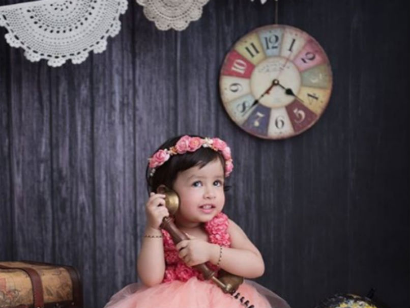 VIDEO: एक बार फिर से चर्चा में आई धोनी की बेटी जीवा, सोशल मीडिया पर हाथों में बेलन लिए आई नजर 1