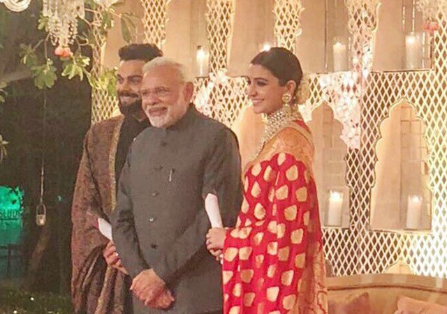 खुला राज विराट-अनुष्का की रिसेप्शन में पहुंचे प्रधानमंत्री नरेंद्र मोदी ने विरुष्का को दिया था ये खास चीज गिफ्ट