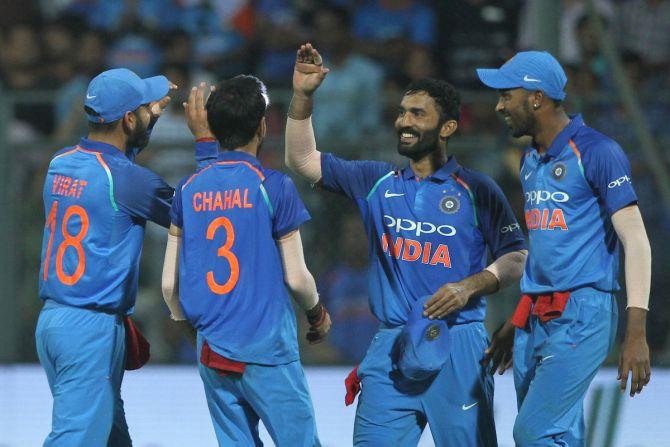 INDvSL: मोहाली में एमएस धोनी का चलना तय टीम इंडिया की जीत भी हुई लगभग पक्की, यकीन नहीं आता तो देख लीजिये ये आंकड़े... 1