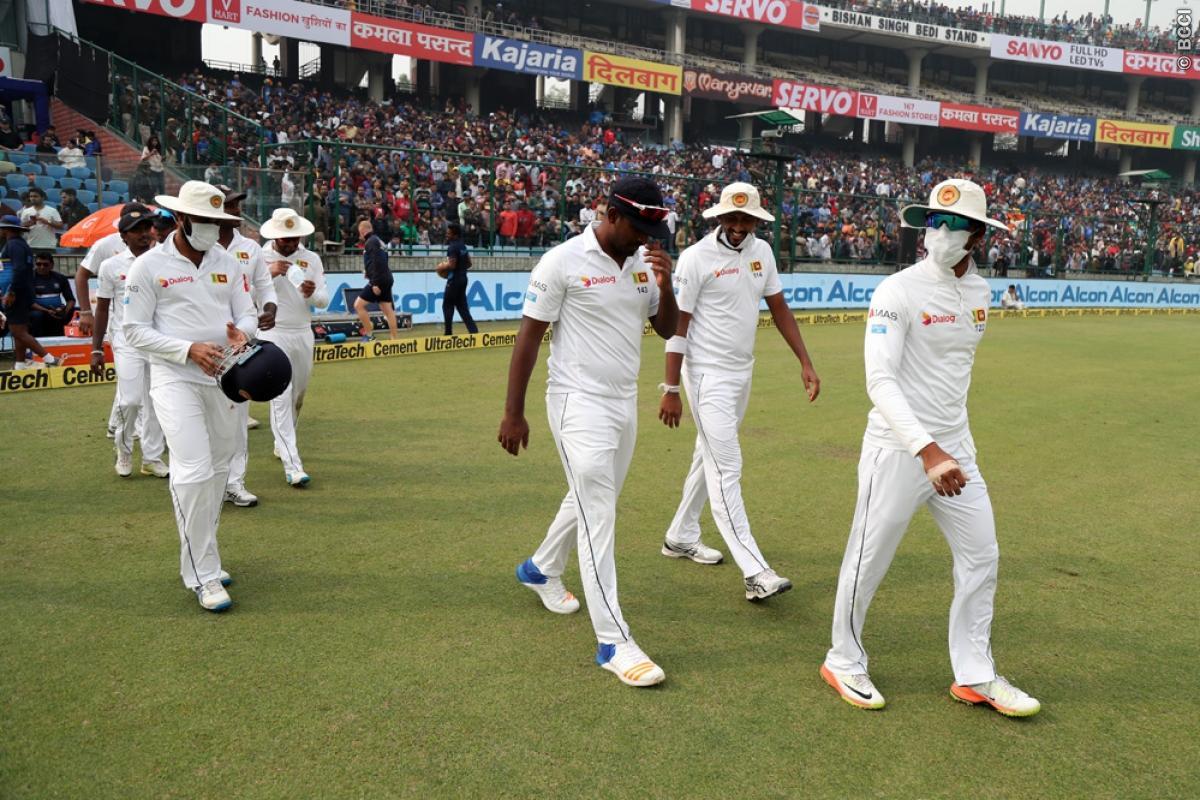 श्रीलंकाई खिलाड़ियों के द्वारा दिल्ली टेस्ट में मैच रूकवाने की घटना पर वीरेन्द्र सहवाग ने आईसीसी से कर डाली ये बड़ी मांग 1