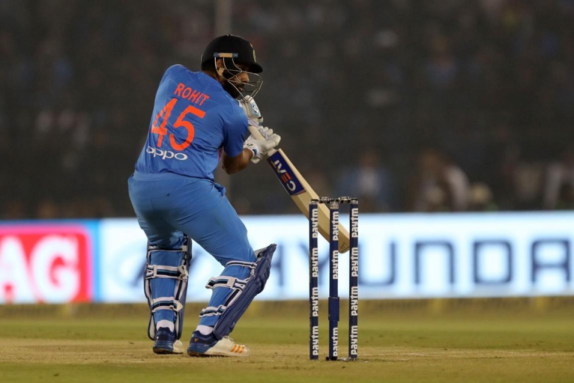 INDvSL: मात्र 35 गेंदों में रोहित शर्मा ने ठोका टी-20 शतक, रैना और अश्विन समेत दिग्गजों ने बांधे तारीफों के पुल 1