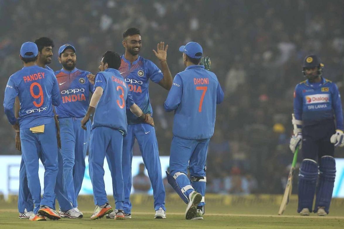 INDvSL: वानखेड़े में रोहित एंड कंपनी ने रचा इतिहास श्रीलंका को रोमांचक मुकाबलें में 5 विकेट से हराया 4
