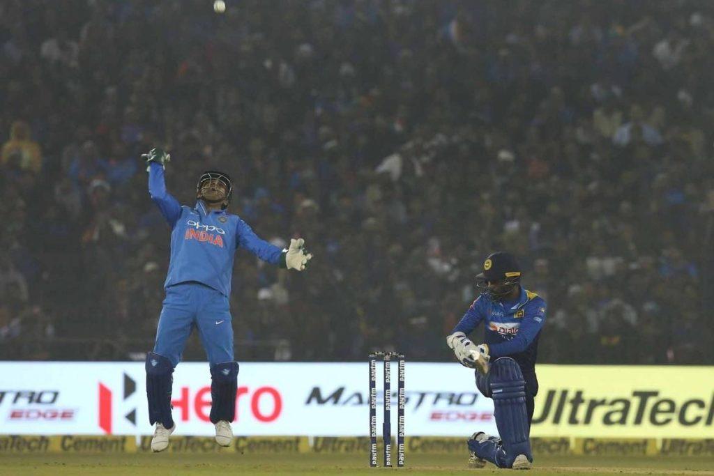 भारतीय टीम के विकेटकीपर महेन्द्र सिंह धोनी ने किया टी-20 क्रिकेट में ये बड़ा कारनामा, बने ऐसा करने वाले दूसरे विकेटकीपर 3